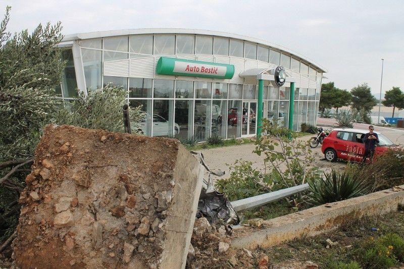 U izlijetanju Mercedesa u Vodicama poginuo Talijan (43)
