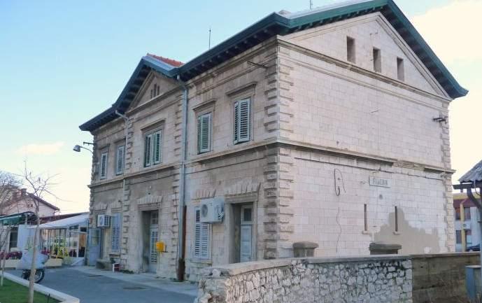 Austrougarska sagradila, Hrvatska zapustila