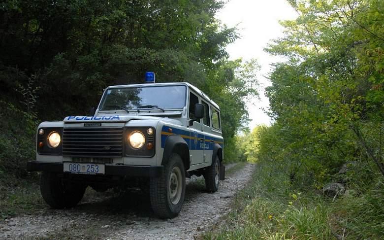 Mladi Golubičanin probušio dvije gume na policijskom vozilu