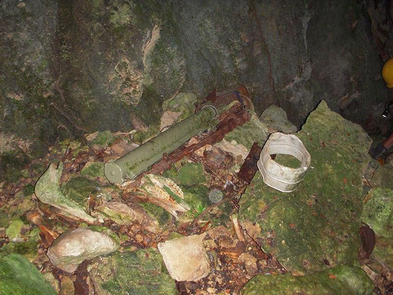 U jami je bilo raznih opasnih predmeta (foto MUP)