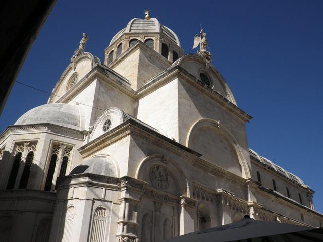 Komu smeta buka, a komu biskup Ivas?