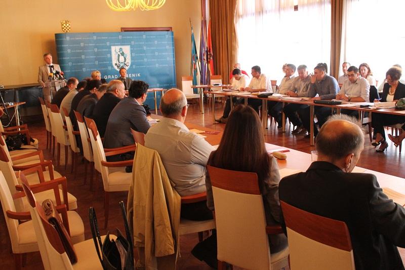 Gradsko vijeće Šibenika: Većina izglasala novo kreditno zaduženje Grada, SDP napustio sjednicu