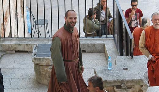 Muškarac u haljini opet ispred šibenske katedrale: Nije Pepeljuga, već dogradonačelnik