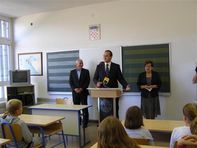 U ZADNJI TREN: Općina Tisno svojim školarcima isplaćuje 50 posto cijene novih udžbenika