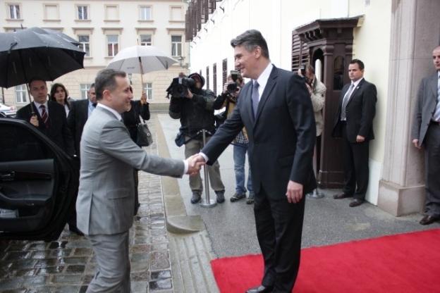 Makedonske Falange stigle u Šibenik, hrvatski premijer putuje u Makedoniju