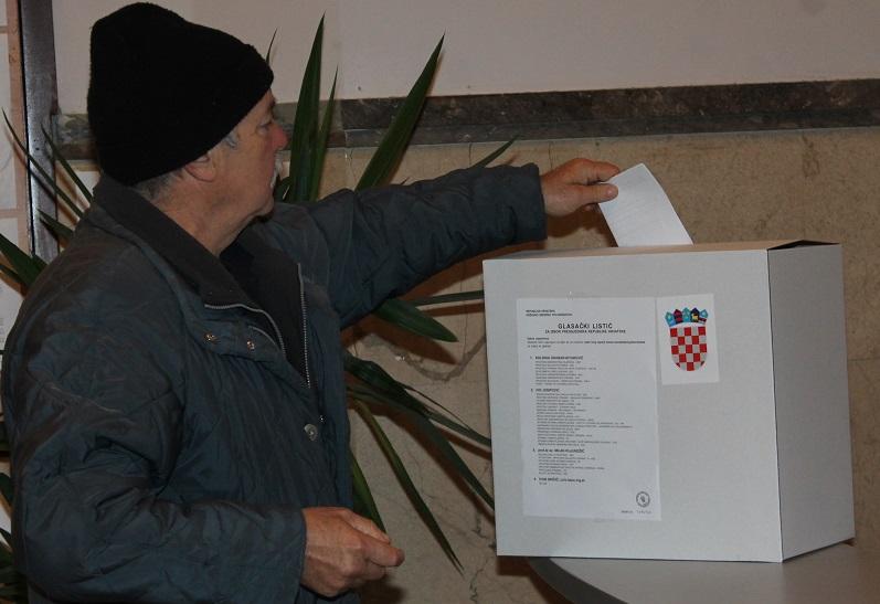 Predsjednički izbori: Josipović ( 38,90) i Grabar Kitarović  (38,10 posto) u mrtvoj trci