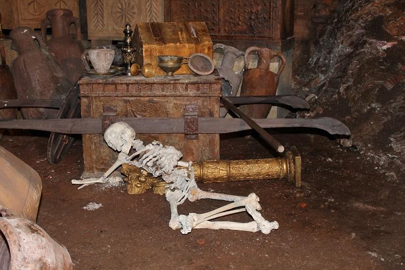 Pećina s blagom, kosturi i kamion u tvrđavi sv. Nikole