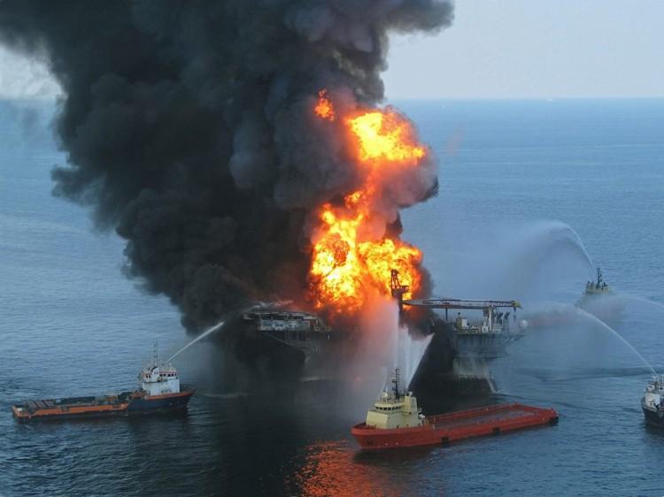 Mosor Prvan demantira pronaftašku propagandu: Na Aljasci još uvijek s kamene obale uklanjaju naftu izlivenu 1989. godine