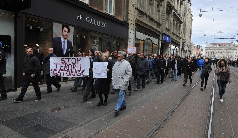 """Prosvjed i antiprosvjed na zagrebačkim ulicama: Stop the """"war"""" in Croatia!"""