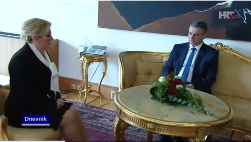 Predsjednica RH Kolinda Grabar Kitarović i predsjednik HDZ-a Tomislav Karamarko na današnjem sastanku (Printscreen HRT)