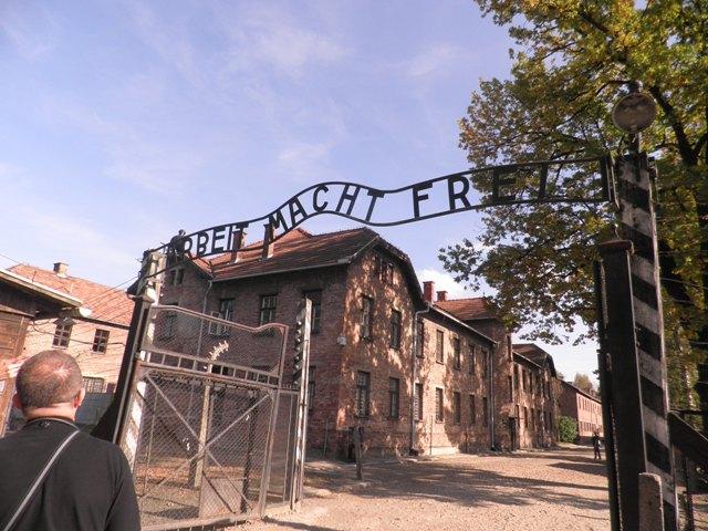 """Ulaz u """"logor smrti""""- Auschwitz"""