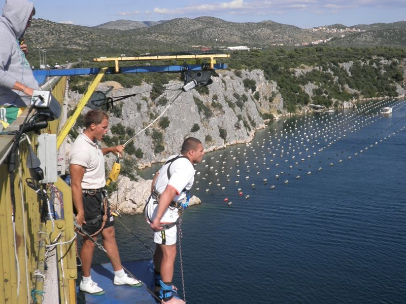 Pustolovni zov Hrvatske: skokovi, rafting, kajaking, ronjenje, kanjoning, kanu-safari, trekking, jahanje, penjanje…