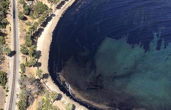 Naftom umrljana Santa Barbara (izvor: twitter)
