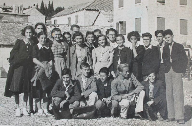 Bjažićev razred na izletu u Rogoznici 1939.