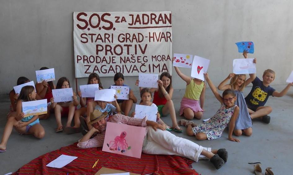 FOTO: Dan akcije uspio – stotine građana, djeca, turisti… pokazali što misle: Bušite uši, a ne Jadran!