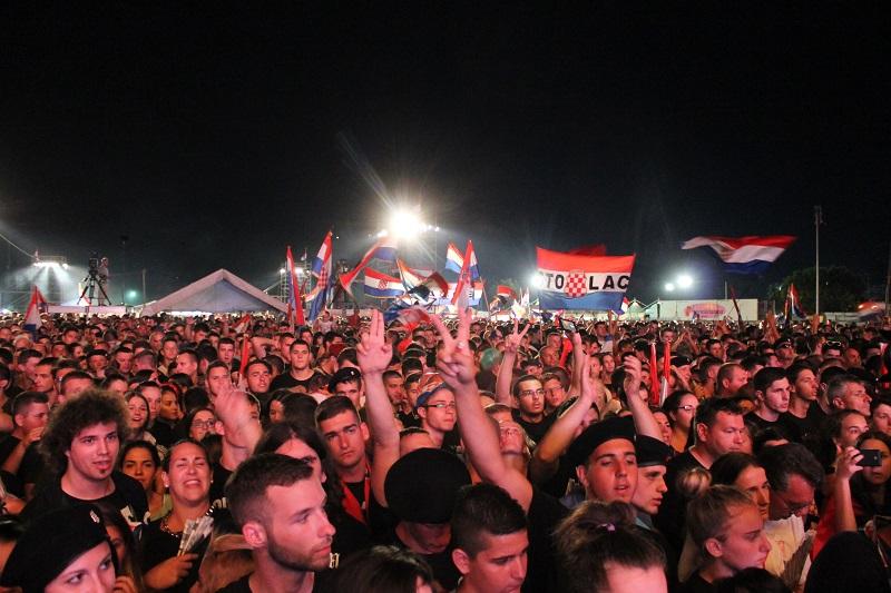 """Umjesto Škore, u Kninu, na proslavi obljetnice Oluje, pjevat će """" trio fantastikus"""": Pejaković, Grdović i Stavros"""