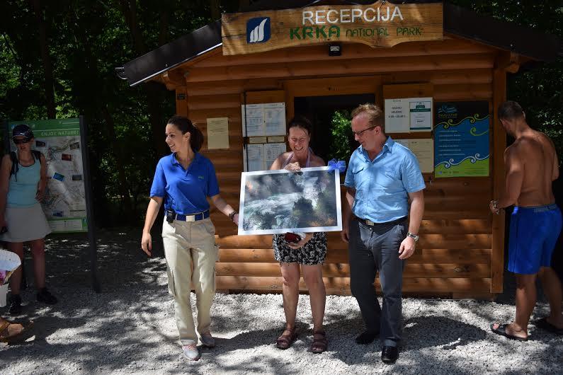 Pola milijuna posjetitelja na Krki: Vesela Nizozemka dobila fotografiju Roškog slapa