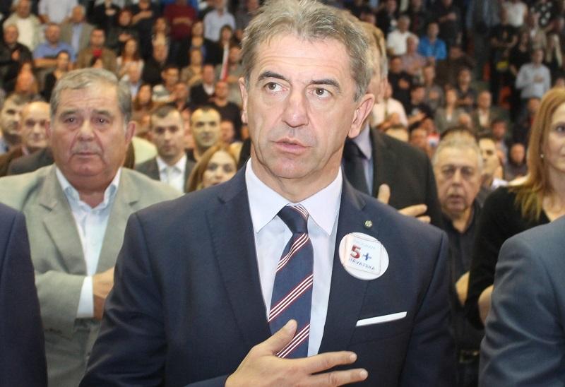"""Veliki finiš """"HDZ-ovih izbora"""" u Lici: Kustić otkrio na ruci sat vrijedan 60 tisuća kuna, Milinović da je potpisik Pravilnika o promjeni spola; jedino ne znamo koja je tajna Dabe…"""