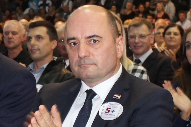 HDZ-ova tek četiri europska mandata: Kako to? Kako to? Netko ih sabotira, protiv njih lobira, možda je Vaso, možda su Srbi, Pamela Anderson ili mediji…