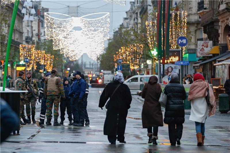 Ulice Bruxellesa, daleko od 'normale' (foto: HINA/EPA/LAURENT DUBRULE)