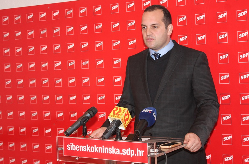 Ivan Klarin na današnjoj konferenciji za novinare u sjedištu SDP-a u Šibeniku (Foto: Tris/H. Pavić)