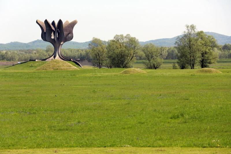 Spomenik u Jasenovcu ( Foto Hina/ Dario GRZELJ)