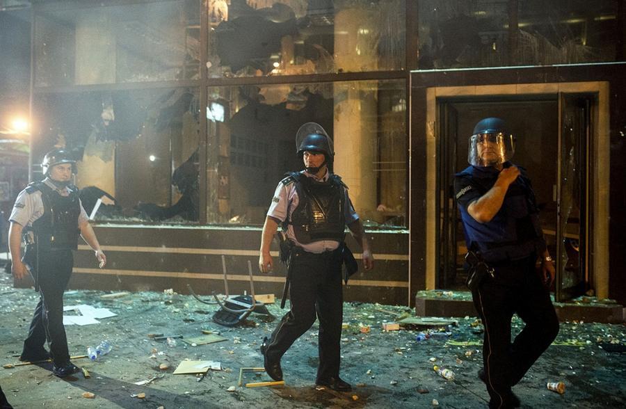 """Skopje """"gori"""" u bijesu: Demoliran ured predsjednika Ivanova"""
