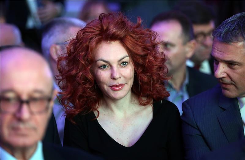 ( HDZ ) Režiranje predizborja: Krstičević se navodno obogatio u nekretninskom poslu s državom, Penava razočarao i napustio HDZ, a Ana Karamarko uhićena, tko zna, možda za opomenu Tomislavu Karamarku…?!