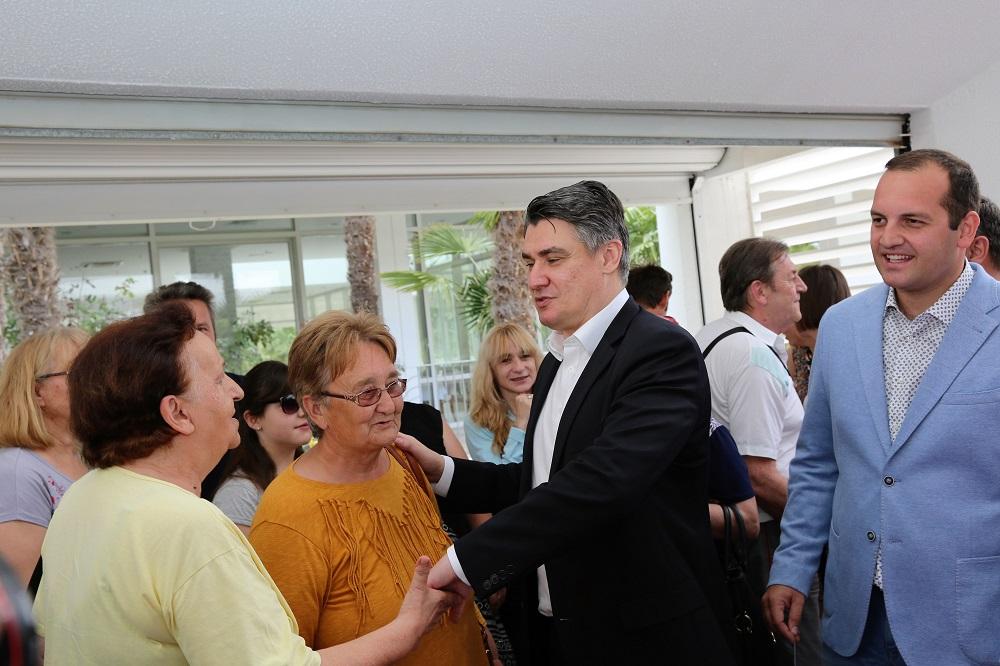 """Novinarska """"sačekuša"""" pred Milanovićevom zgradom, sve zbog Tita i Lozančića…"""