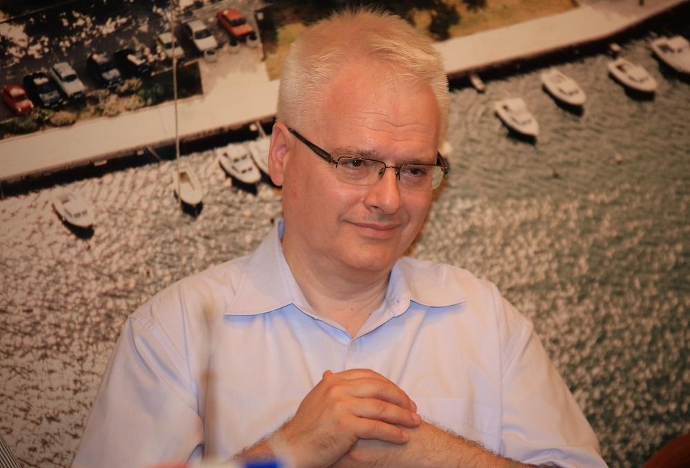 Ivo Josipović o poslijeratnoj obnovi na Baniji: Ako se pokaže uzročna veza između kaznenog djela ( pri građenju) i posljedice ( urušavanja kuća u potresu i stradanja ljudi ), onda neće biti zastare!