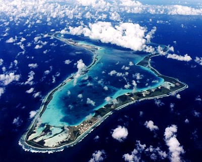 Chagos - atol Diega Garcie iz ztraka, među oblacima (foto http://www.mantatrust.org)