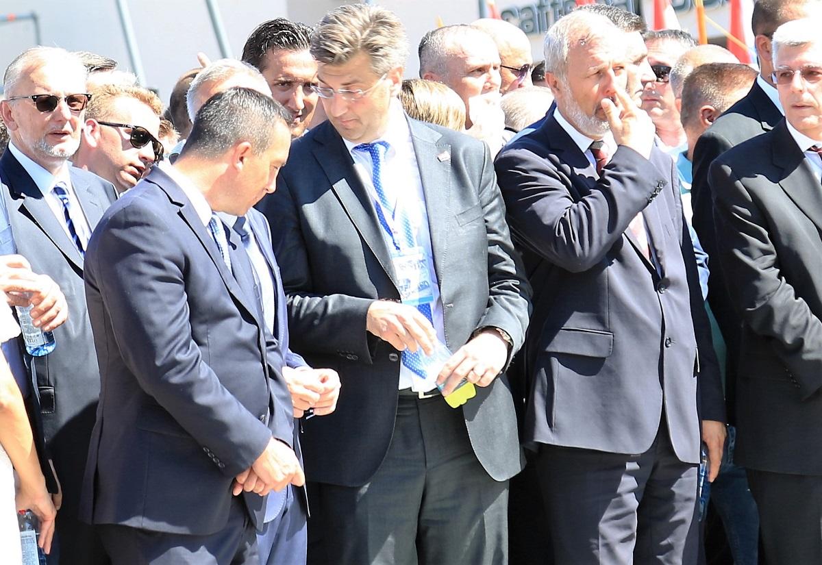 """Plenković s """"manjincima"""", Štromarom i Čačićem osigurao parlamentarnu većinu: Oni koji hoće mijenjati HDZ neka se vrate u stranku i predstave članstvu kakav to HDZ žele, pa ćemo vidjeti kako će proći…"""