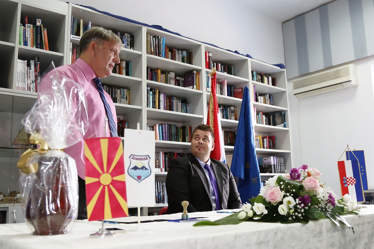 Povelja o bratimljenju Murtera i Resena: Murterini idu u Makedoniju učiti o voćarstvu