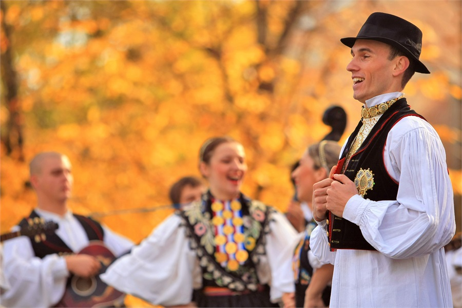 Slkavonski bećarac (ilustracija) - foto: croatia.hr