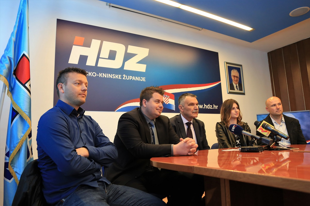 Petar Ježina, Toni Turčinov, Nediljko Dujić, Julija Ježina i Venčoslav Skračić (Foto: Tris/H. Pavić)