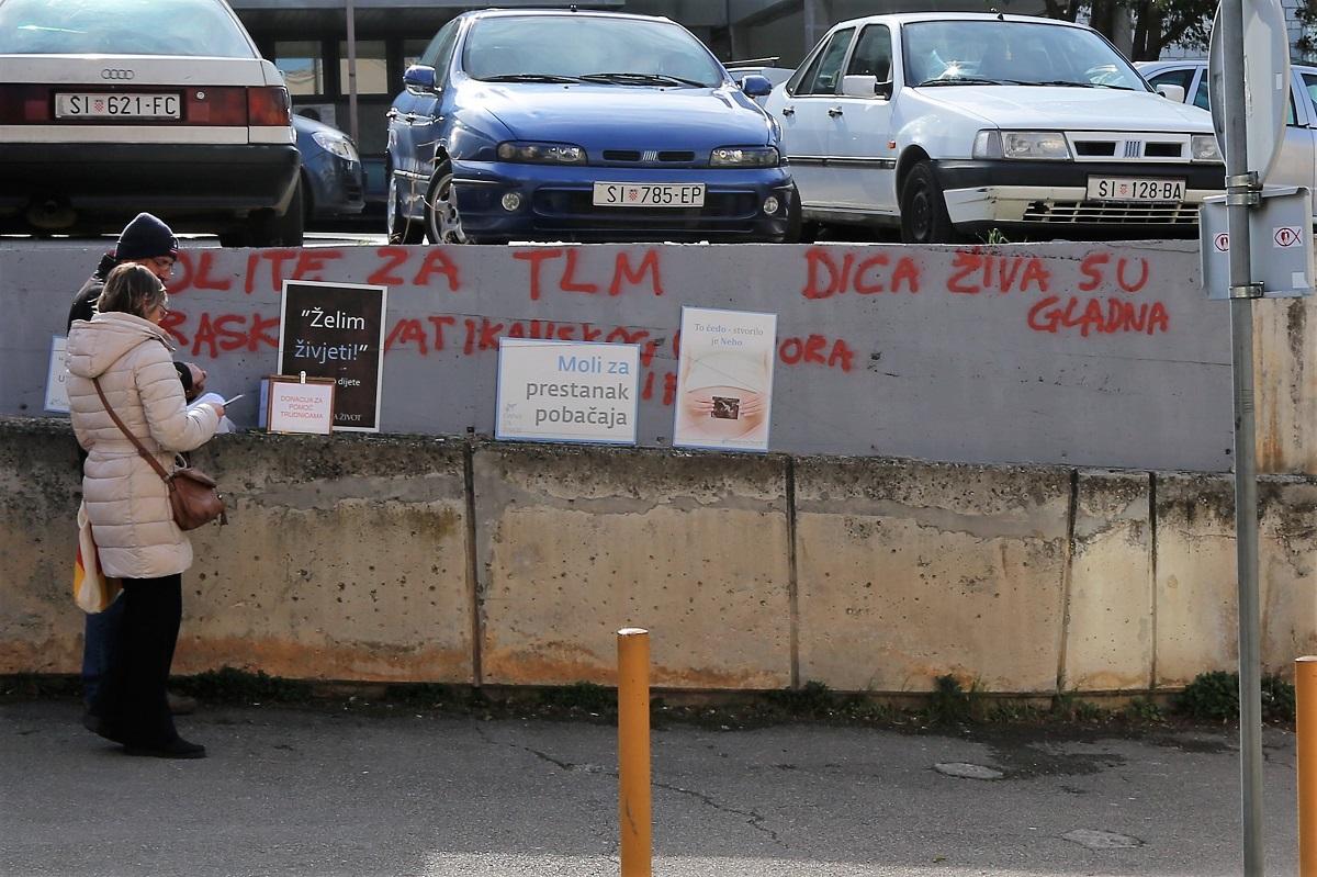 Nametljivi 'molitelji' i pismo 'antifašista' (Foto: Tris/H. Pavić)