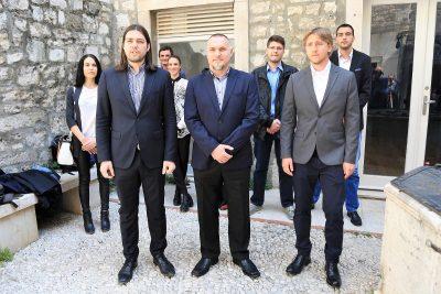 Sinčić s kandidatiima - Mariom Marinom i Lovrom Crvelinom (Foto: Tris/H. Pavić)