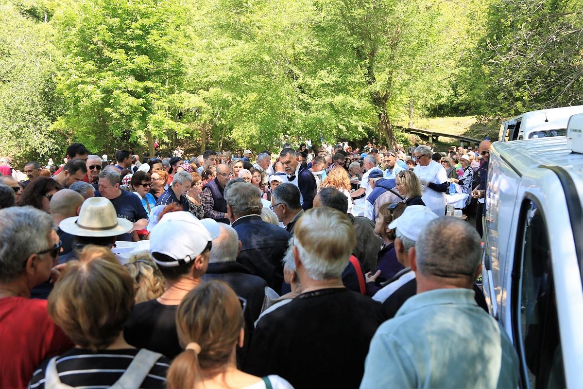 Prvi svibanj: Dioba gratis graha na Jadriji i Krki