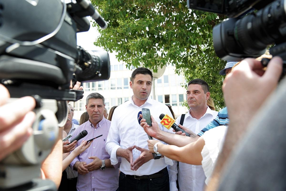 """Bernardićevo """"krepat, al' ne molat"""" : Ako neće otići predsjednik, otići će Predsjedništvo ?!"""