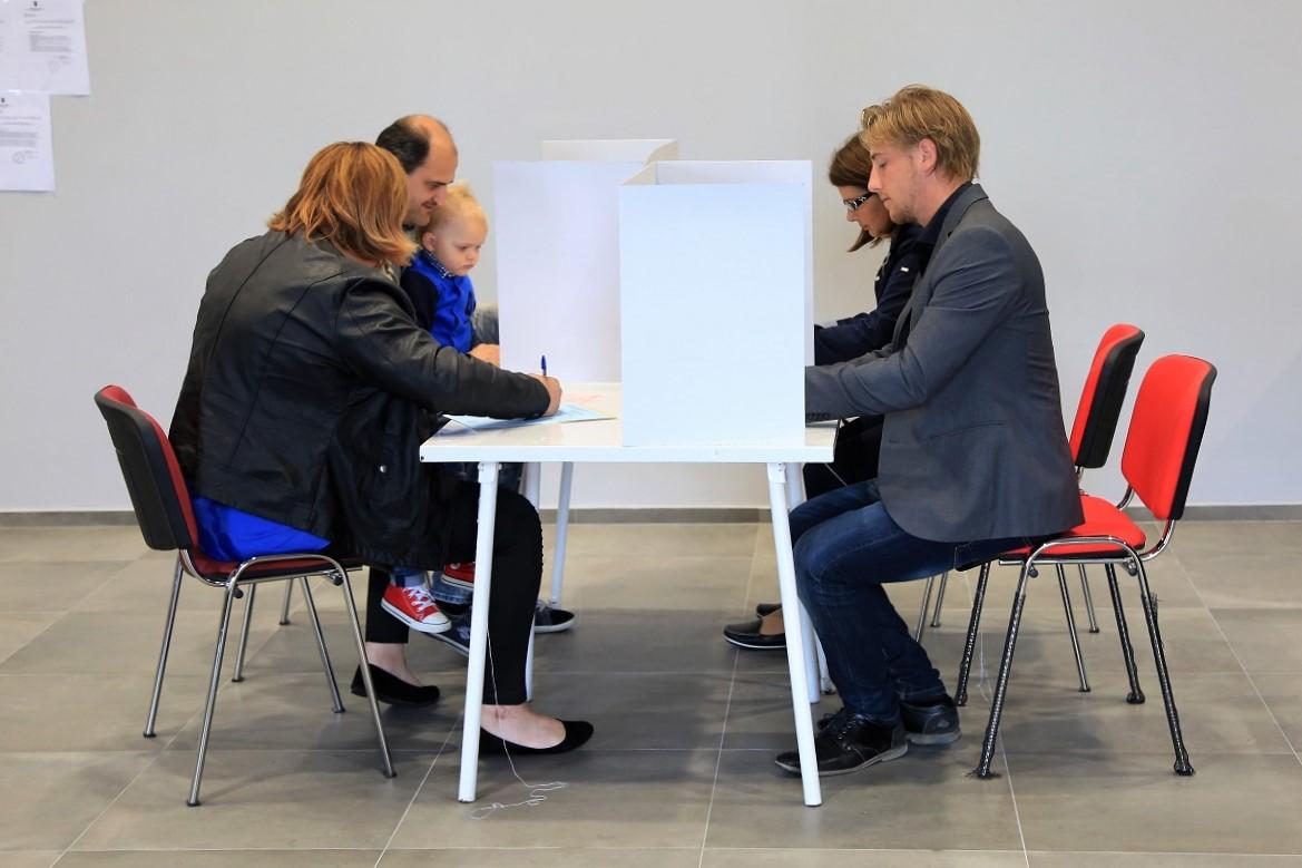 Parlamentarni izbori 2020. : Prve izlazne ankete potopile Restart