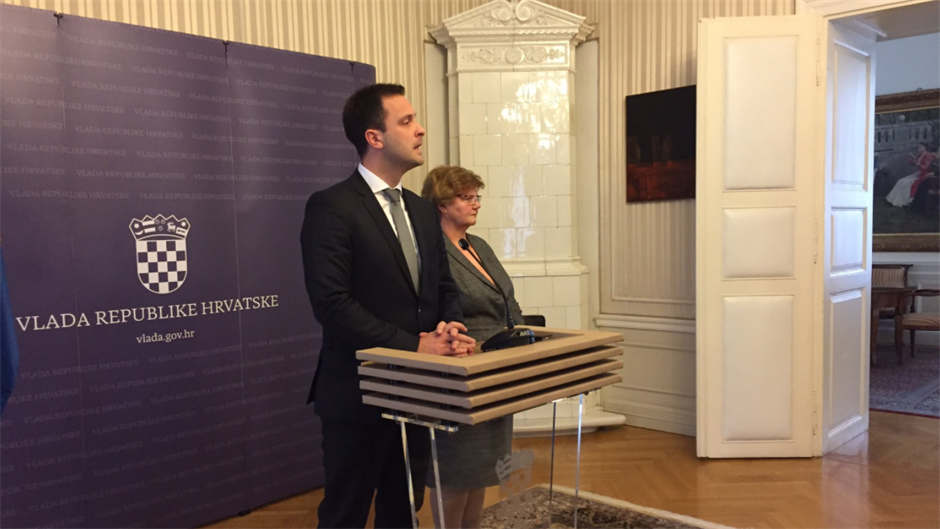 Državni tajnik Marin Strmota usred pressice podnio ostavku; šteta da to nije učinila ministrica Murganić…