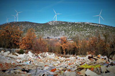 Brda smeća na granici (foto TRIS/G. Šimac)