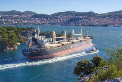 Brod nakrcan aluminijem