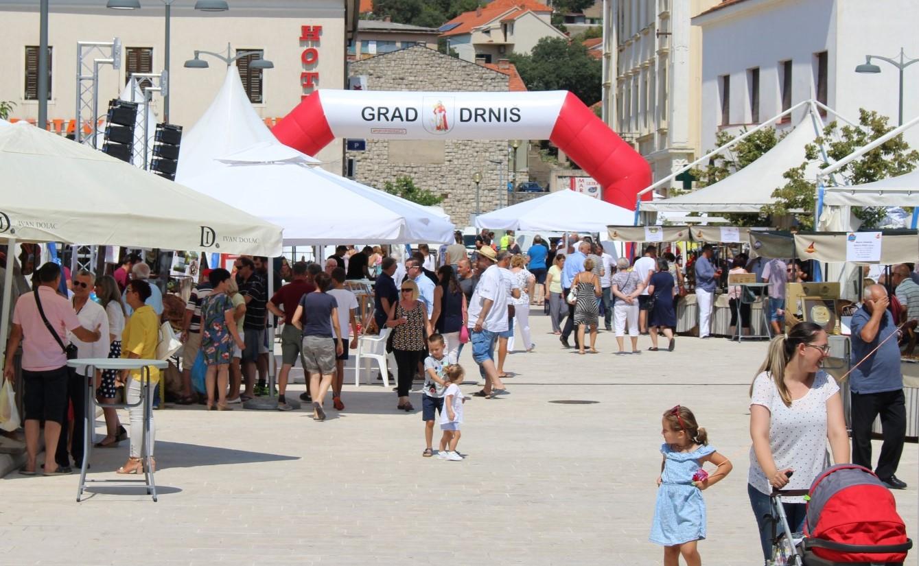 """""""Braća Pivac"""" odnijela titulu šampiona na 5. Međunarodnom festivalu pršuta u Drnišu"""