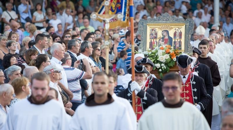 Blagdan Velike Gospe i poruke s oltara: Malo nas je i sve nas je manje…