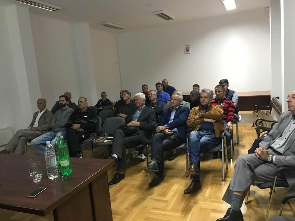 Kistanje: Kad doktori znanosti uče Bukovčane poljoprivredi…
