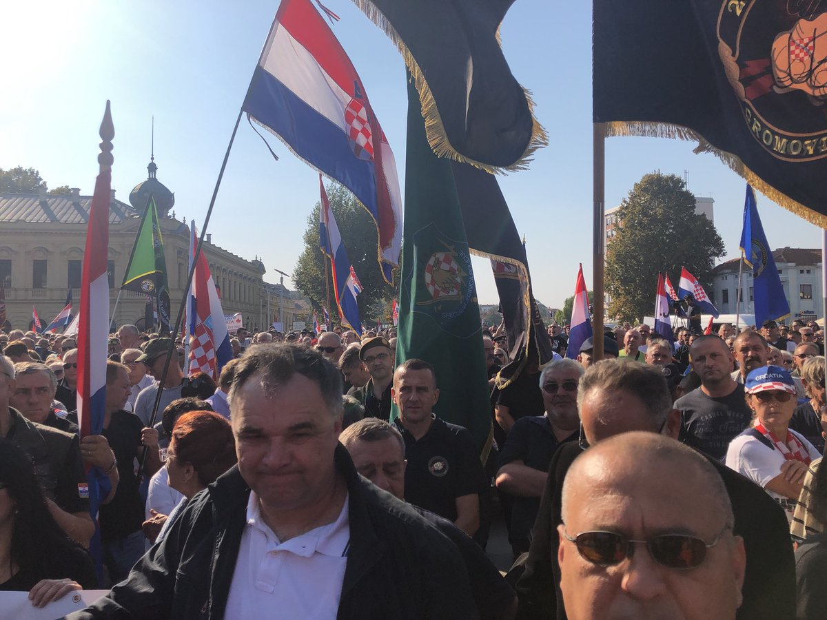 "Vukovarski prosvjed: Tisuće okupljenih skandiralo ""izdaja, izdaja"" na spomen državnog vrha"