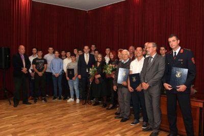 Zajednička fotografija dobitnika nagrada i priznanja
