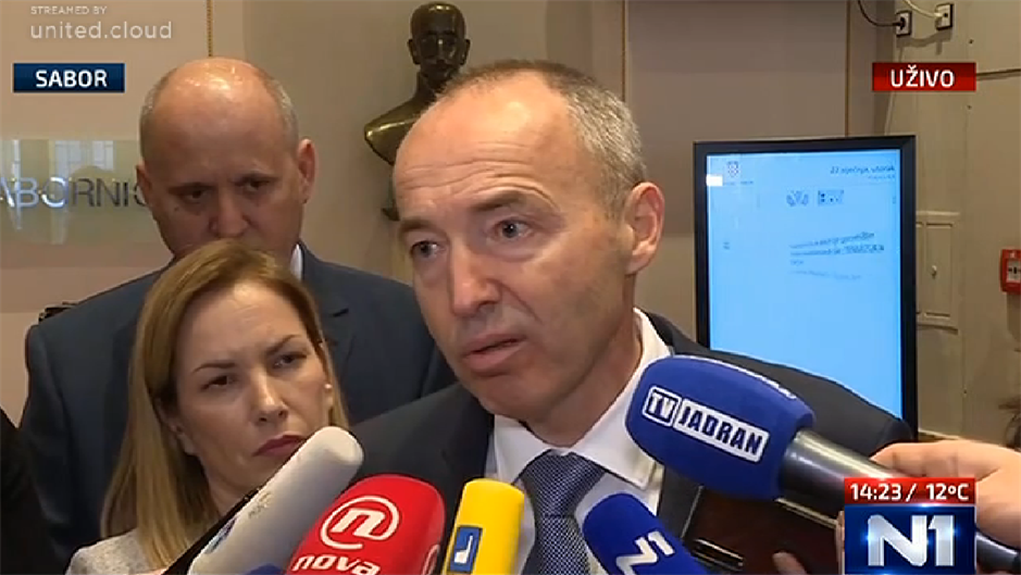 Sabornica pod visokim naponom : Krstičević doživio nervni slom, Plenković umalo dograbio Grmoju…