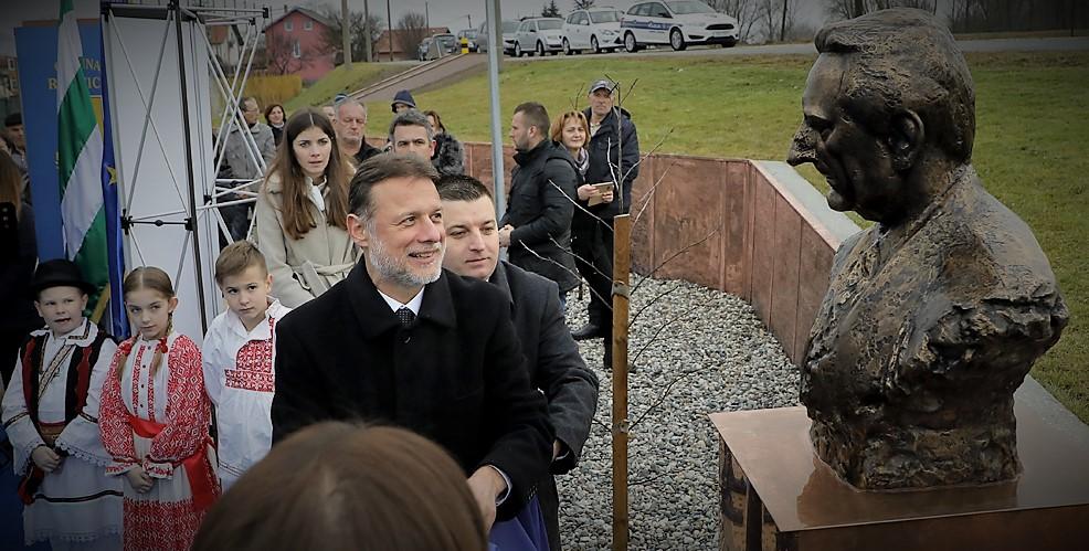 "Rugvica i još jedan spomenik i trg ""prvom hrvatskom predsjedniku"" u čast : Tuđman forever!"